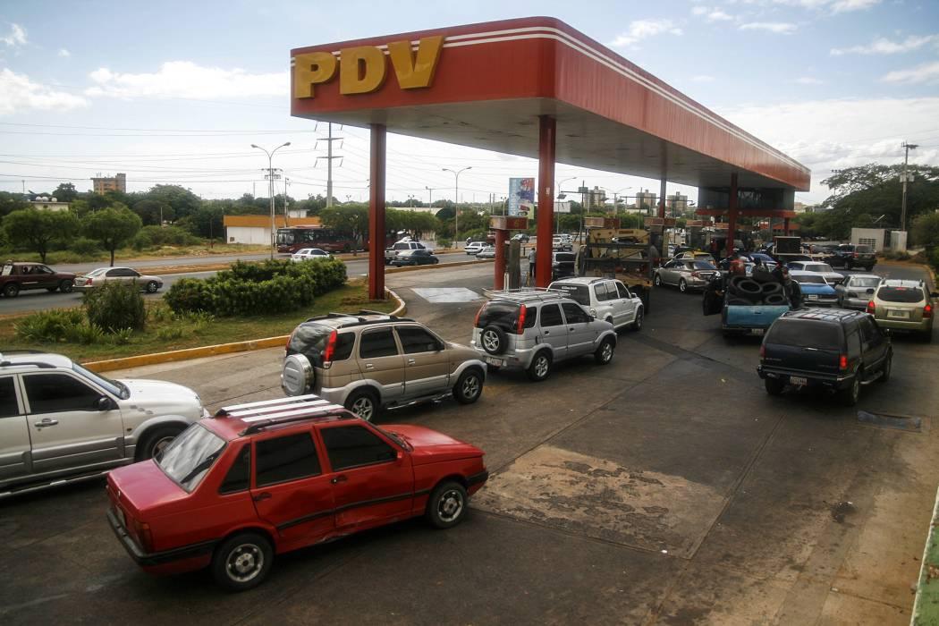 Gobierno niega desabastecimiento de gasolina en la frontera con Venezuela