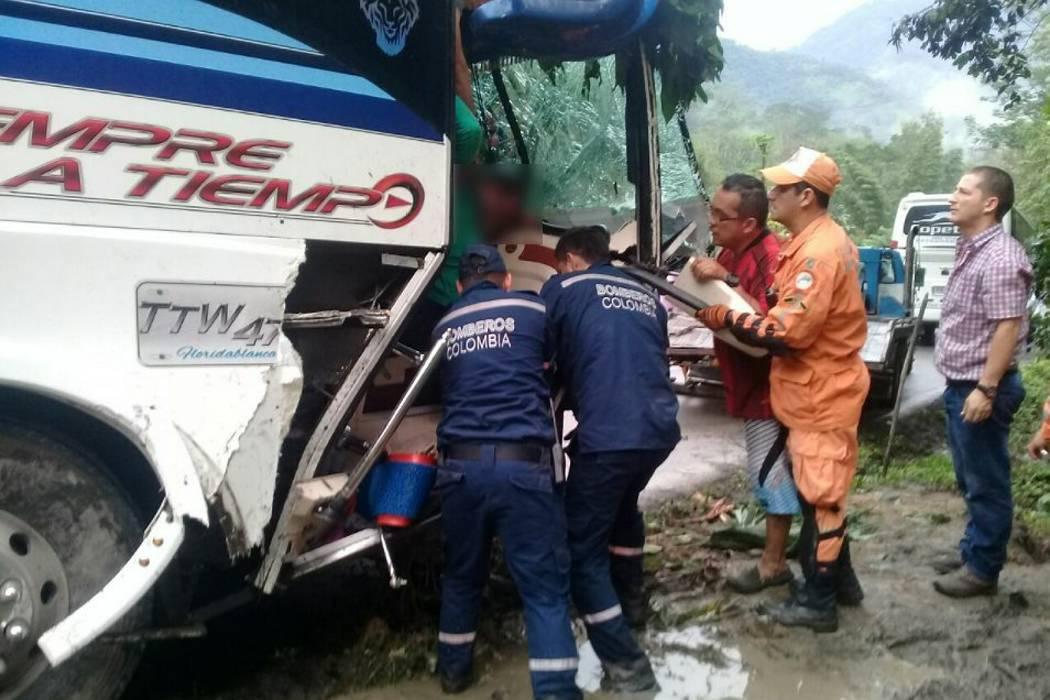 Cinco heridos deja accidente en vía de Santander