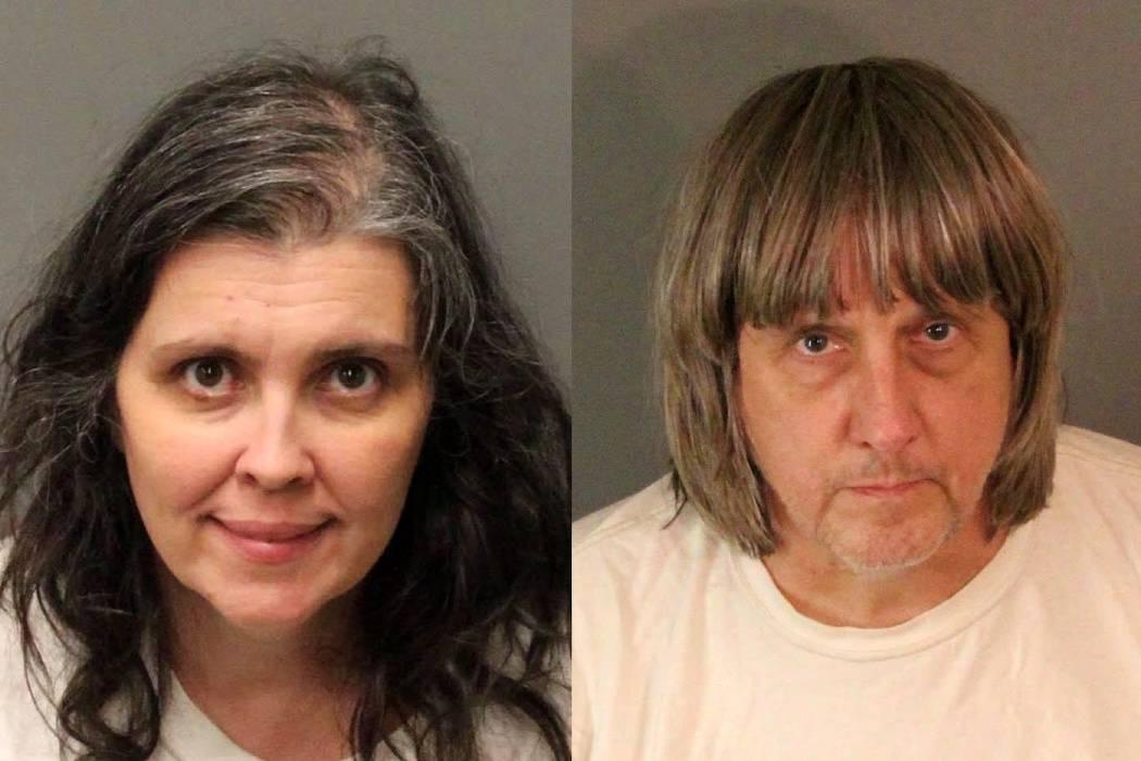 Arrestados padres que secuestraron y torturaron a sus 13 hijos en EEUU