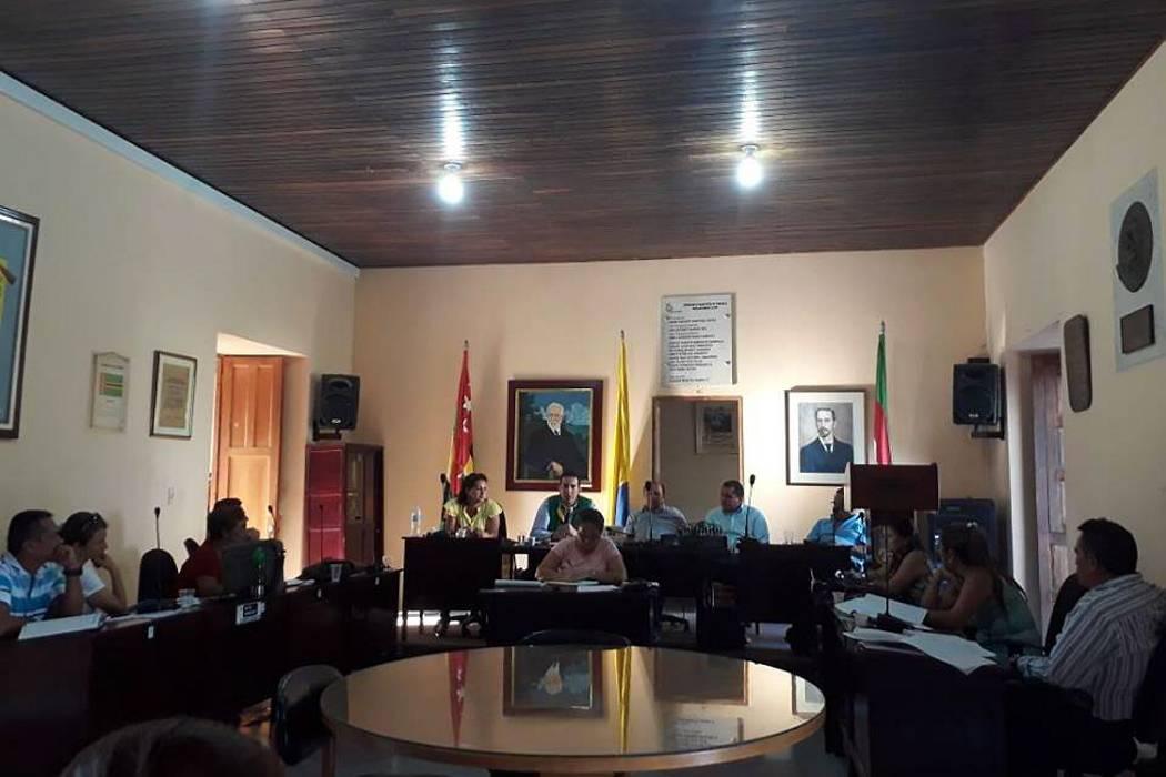 Concejo de Charalá citó al Director de la CAS