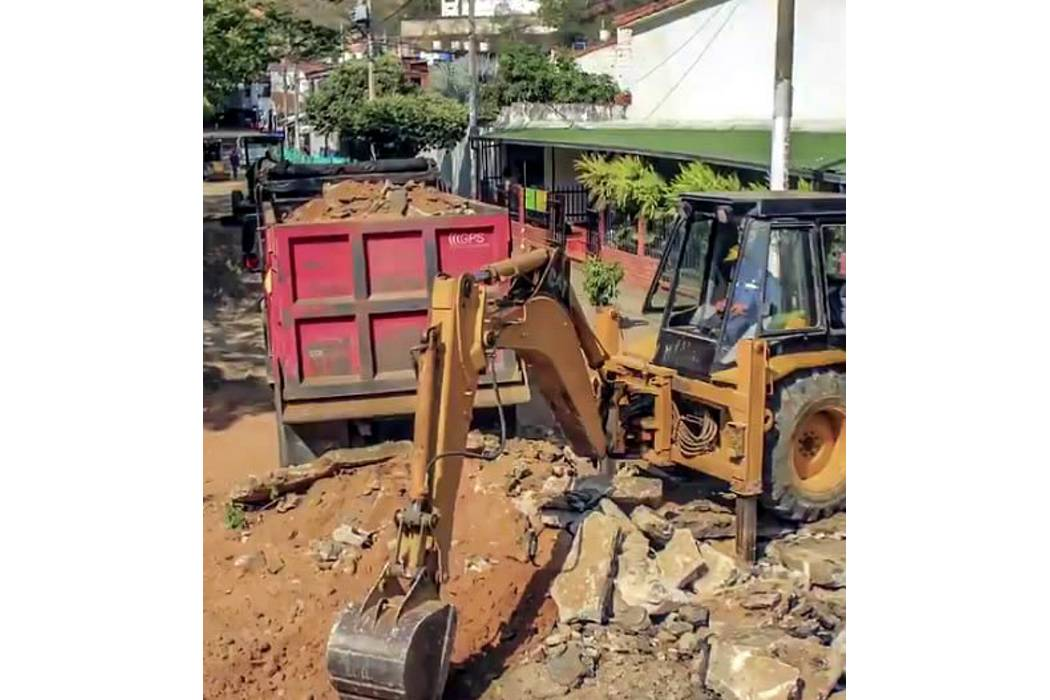 Se recuperan vías internas de Rincón de Girón parte Baja