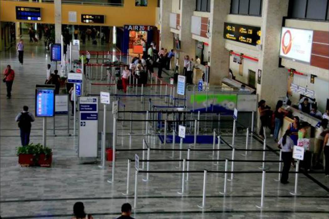 Avión aterrizó de emergencia en Cartagena por amenaza de bomba