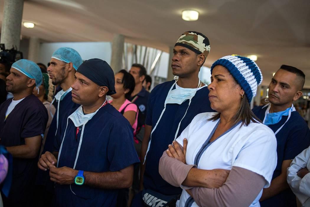 Protestan en hospital de Caracas por crisis económica y escasez