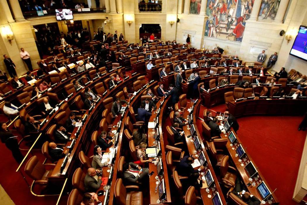 Representantes a la Cámara viajarán ahora en clase económica