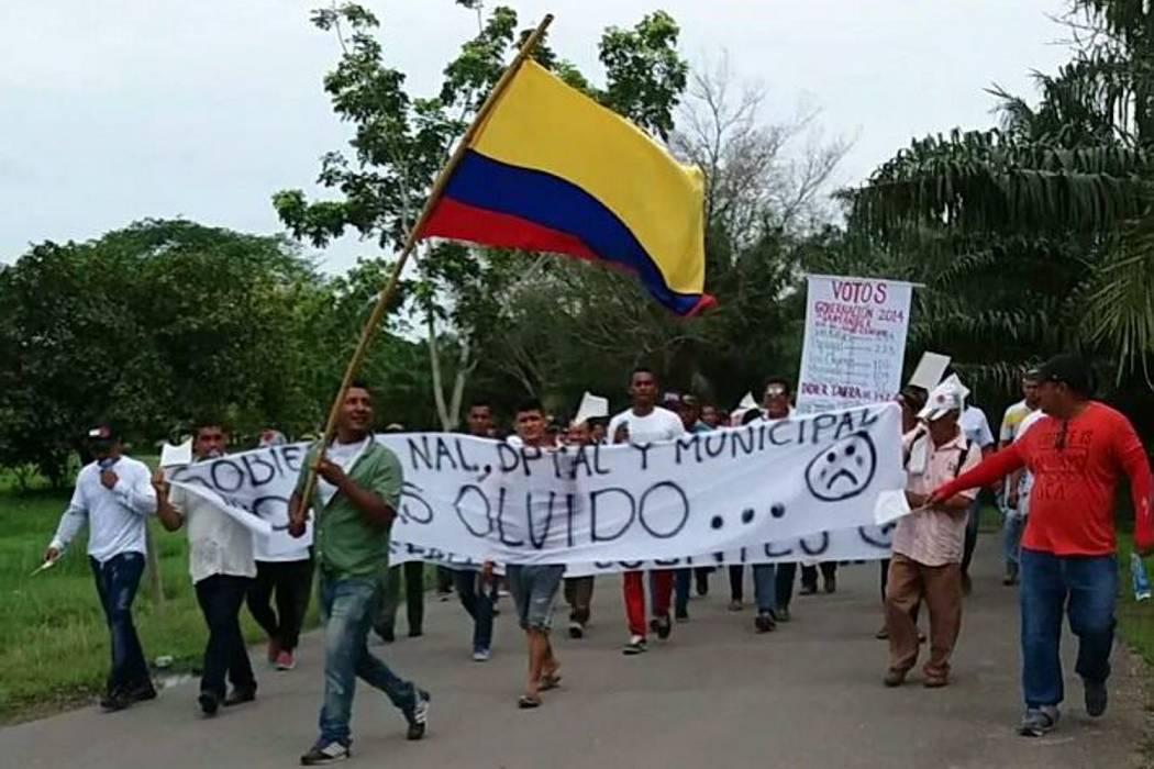 Comunidad de Rionegro, Santander, marcharon denunciando abandono estatal