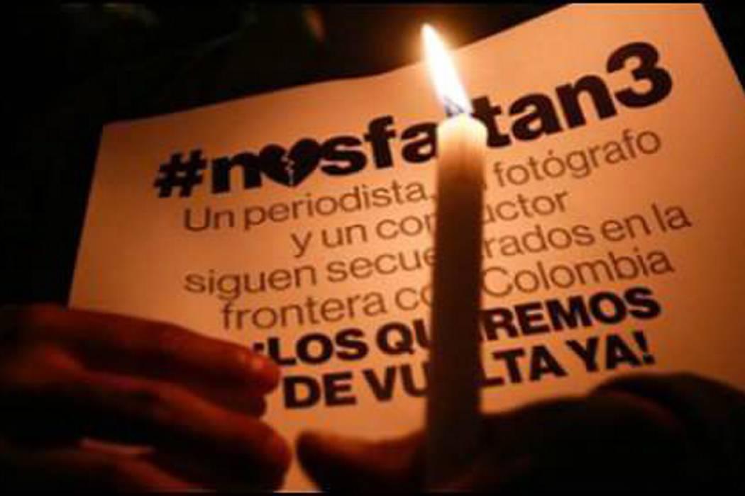 Familias de equipo de prensa asesinado en Ecuador exigen detalles de negociación