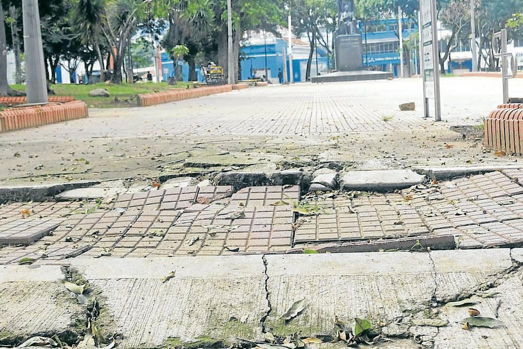 El mobiliario urbano de Bucaramanga está deteriorado