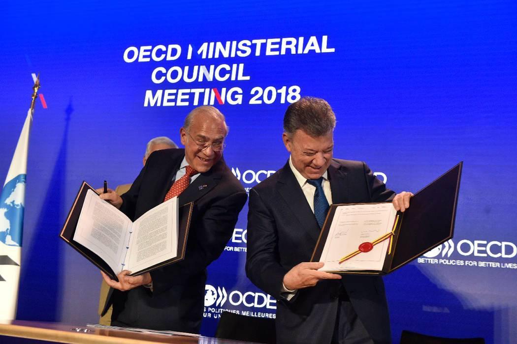 Presidente Juan Manuel Santos firma adhesión de Colombia a la Ocde