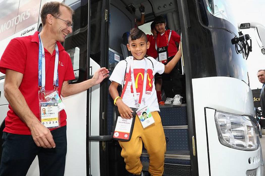El niño que representó a Colombia en el partido inaugural de Rusia
