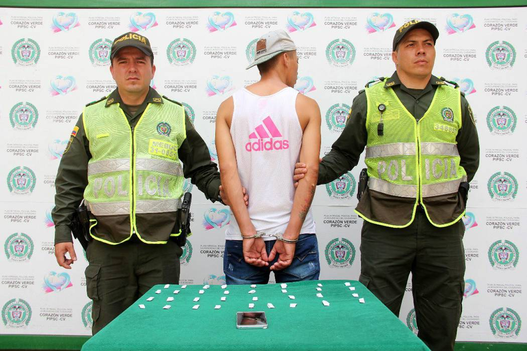 Joven vendía droga al lado de un colegio en Bucaramanga