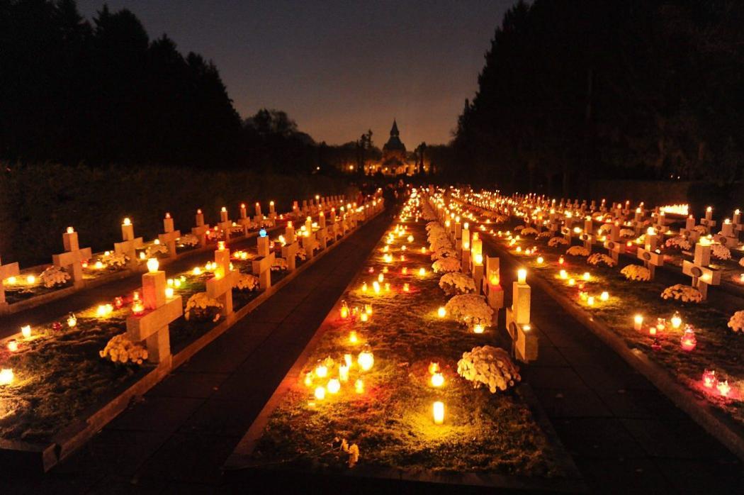 Cementerio Dia De Los Muertos Velas arden en el cementerioVelas Dia De Los Muertos