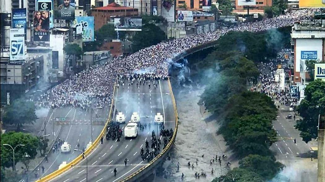 Crisis de inseguridad en Venezuela. (sálvese quien pueda) - Página 24 Gal_represion-v_2