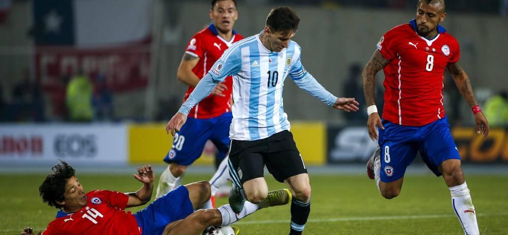 Chile hizo respetar su casa y se adjudicó la Copa América luego de vencer en la tanda de los penaltis a la Argentina de Lionel Messi. El equipo austral cosechó su primer título en la competencia y prolongó el ayuno de títulos de los gauchos, que no ganan nada desde 1993.