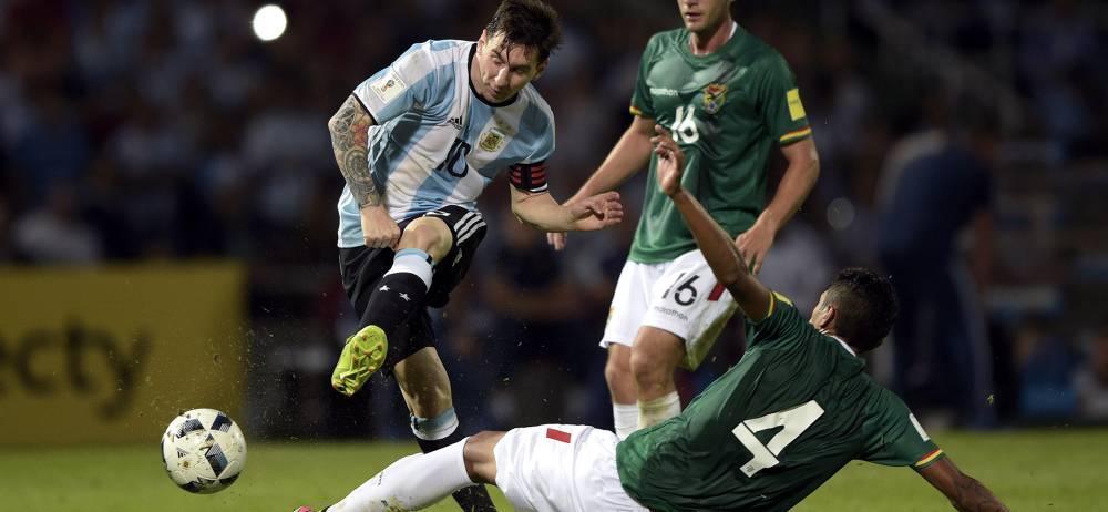 Lionel Messi dirigió a Argentina en su triunfo de anoche ante Bolivia 2-0, en partido correspondiente a la sexta fecha de la Eliminatoria Suramericana, permitiéndole al combinado 'albiceleste' ascender al tercer lugar de la tabla, a dos puntos de Uruguay y Ecuador, y uno más que Colombia.