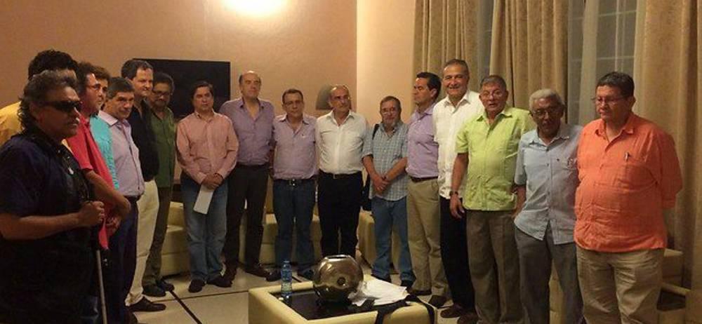 Instantes de la reunión final en que los equipos negociadores del Gobierno y las FARC terminaron la agenda