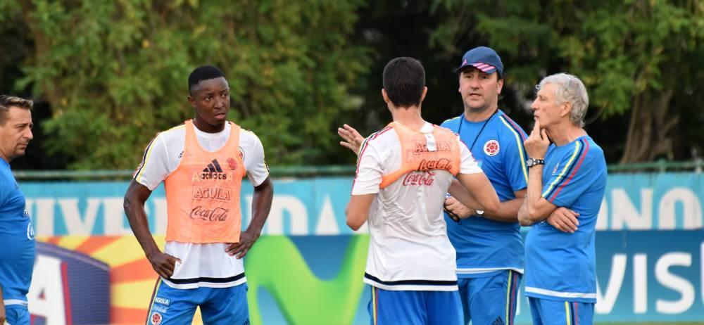 La selección Colombia de Fútbol, que dirige el argentino José Néstor Pékerman, cumplió ayer con una nueva jornada de entrenamiento para ponerse a tono para el crucial juego de mañana ante Venezuela, por la fecha siete de la Eliminatoria Suramericana a la Copa Mundo de Rusia - 2018.