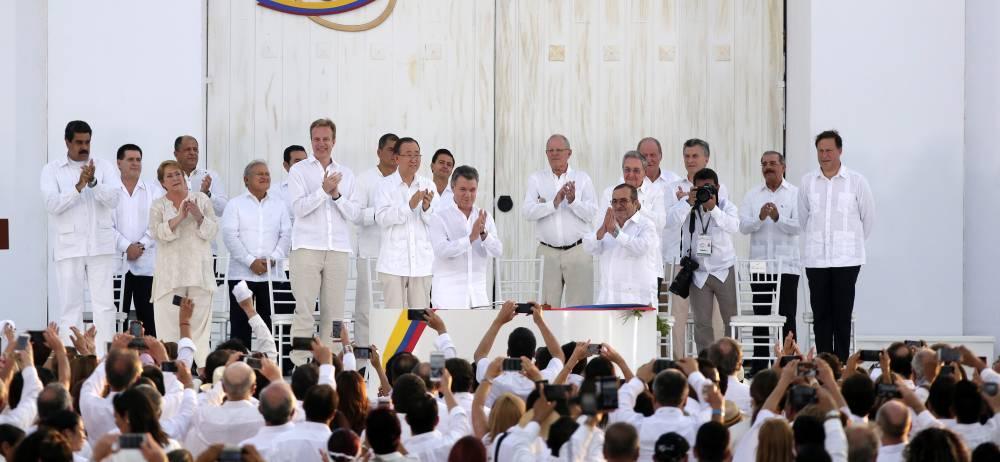 Representante de los países garantes y que apoyaron el proceso de paz en Colombia, además de otras personalidades del país y del mundo acompañaron al presidente, Juan Manuel Santos, y al líder de las Farc, Rodrigo Londoño, en el momento de la firma de la paz con este grupo armado, que hoy ya inicia su transformación a la vía de la legalidad.