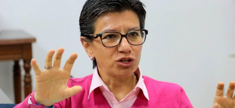 La senadora Claudia López llegó hasta Bucaramanga para promover su firmatón anticorrupción. La Congresista pretende recoger cinco millones de firmas antes de julio en todo el país.