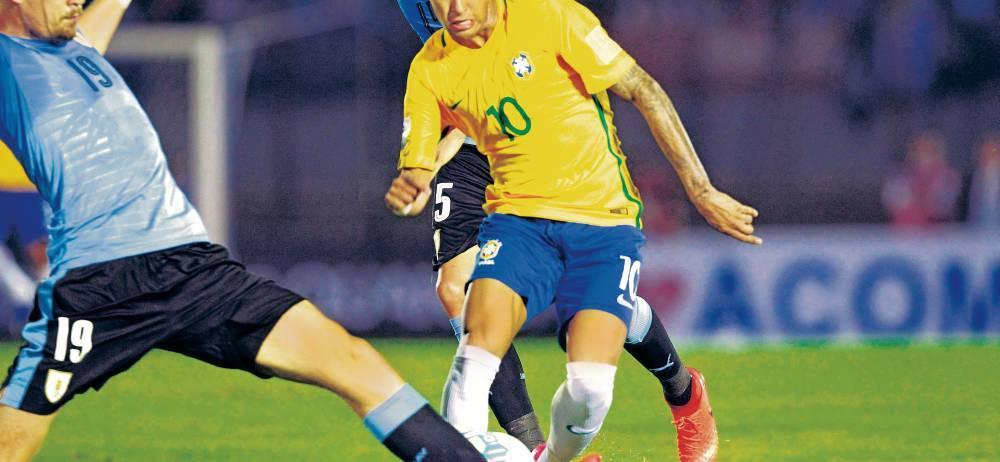 Aunque la figura del partido fue Paulinho, el mediocentro que vino de China, por los tres goles que marcó ante Uruguay, Neymar fue fundamental en el funcionamiento general de Brasil y no se fue sin marcar su gol, una bella vaselina tras una veloz galopada al minuto 74.