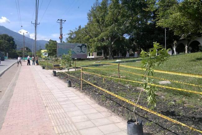 Metrol nea instala mobiliario de espacio p blico en for Mobiliario espacio publico