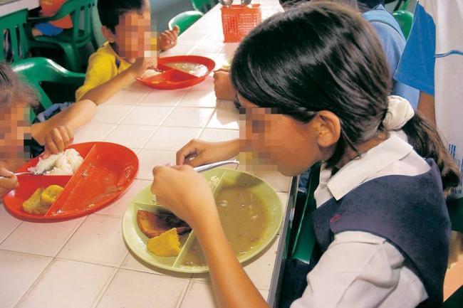 A estudiantes de bucaramanga les entregan comida for Comida vanguardia