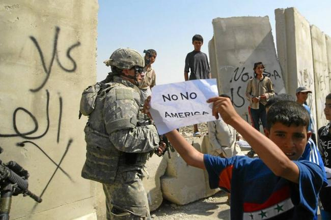 Иракские дети протестуют против присутствия войск США в Ираке.