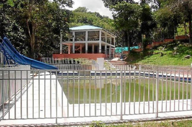 Piscinas en las palmas cool piscinas anhara reformas for Piscinas naturales las palmas