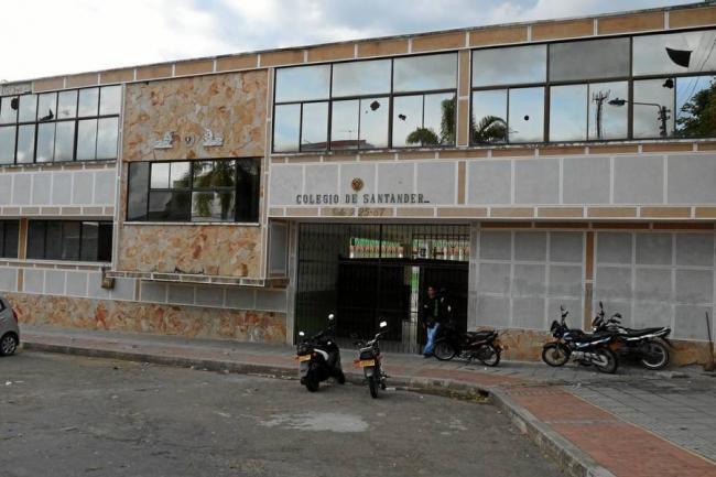 Grupo de estudiantes apedre las instalaciones del colegio for Oficina inem santa eugenia