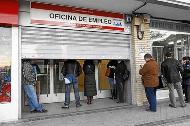 El ni o que naci en una oficina de empleo en madrid se for Oficina inem madrid