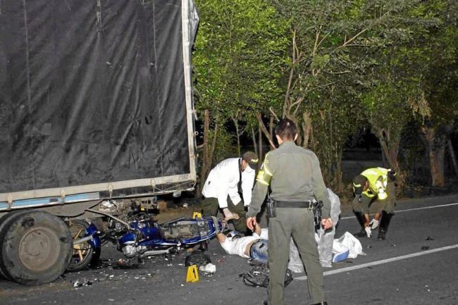 Motociclista muere tras chocar con un camión en el sector del anillo