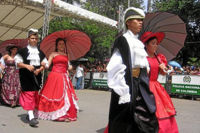 Vestidos tipicos del dia de la independencia