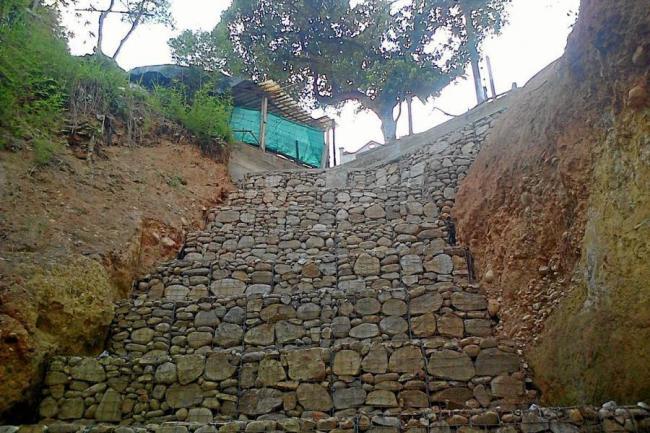 este es el muro de gaviones que termin de construir la cdmb en el barrio manuela beltrn en el sur de la capital santandereana - Muro De Gaviones