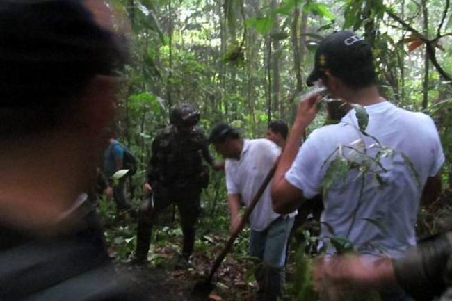 Hallan cuerpos de tres niños indígenas en fosa de las Farc