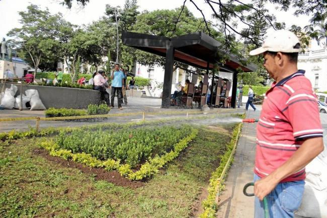 Coloridos jardines decoran ahora al parque santander for Jardineria santander