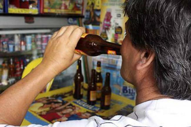 Resultado de imagen para venezolano tomando cerveza