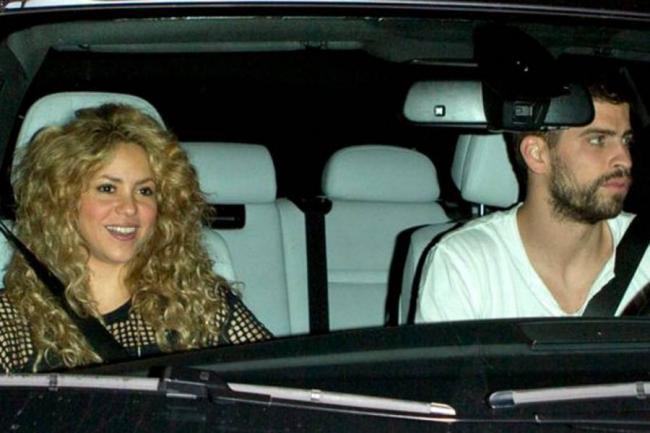 Shakira desafía las normas de transito de Barcelona.
