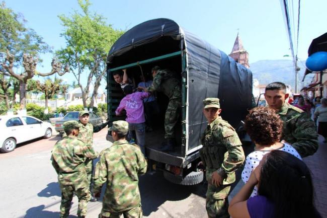 http://www.vanguardia.com/sites/default/files/imagecache/Noticia_600x400/foto_grandes_400x300_noticia/2014/04/05/denuncian_presunto_reclutamiento_ilegal_del_ejercito_en_bogota.jpg