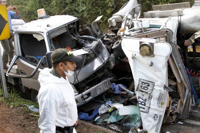 un_muerto_y_dos_heridos_dejo_accidente_en_la_via_a_barranca.jpg