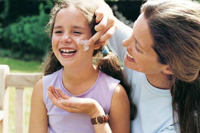 Como se usa el protector solar - como usar el bloqueador solar en la cara