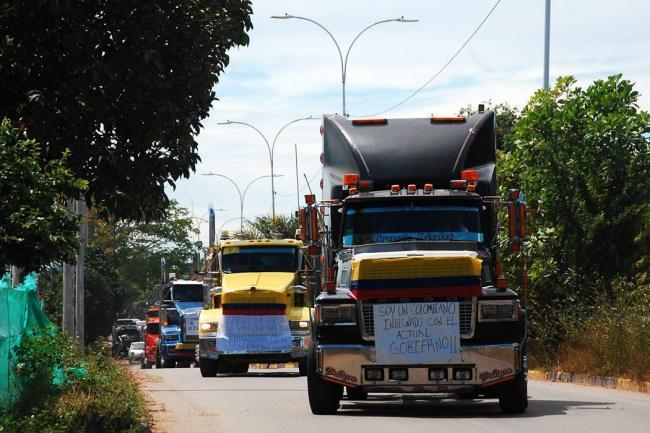 Gobierno y transportadores reanudan diálogos para conjurar paro