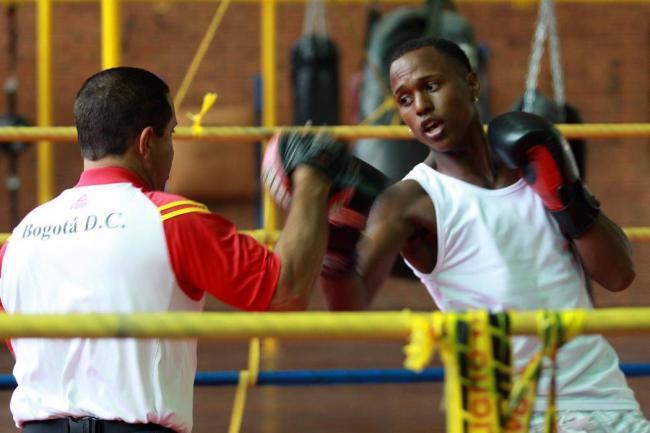 Yuberjen Martínez se cuela en cuartos del boxeo de Rio