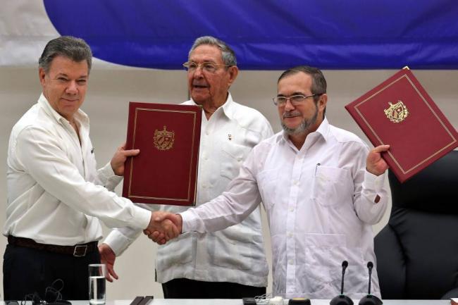 Congreso colombiano aprueba convocar plebiscito de paz