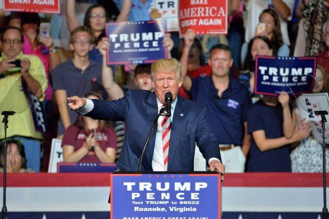 Clinton y Trump llegan casi empatados al primer debate