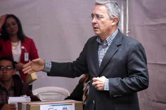 Uribe: Fue tensionante y difícil la reunión Santos