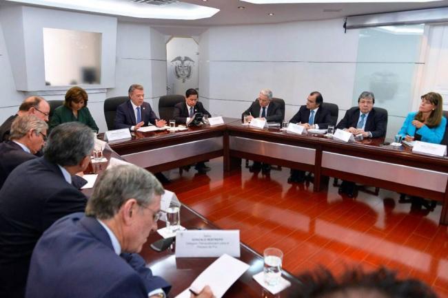Santos confirma reunión con Uribe y Pastrana para hablar de paz