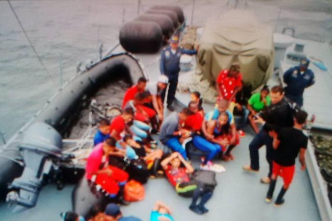 Guerrilleros del ELN se entregan a militares en Colombia