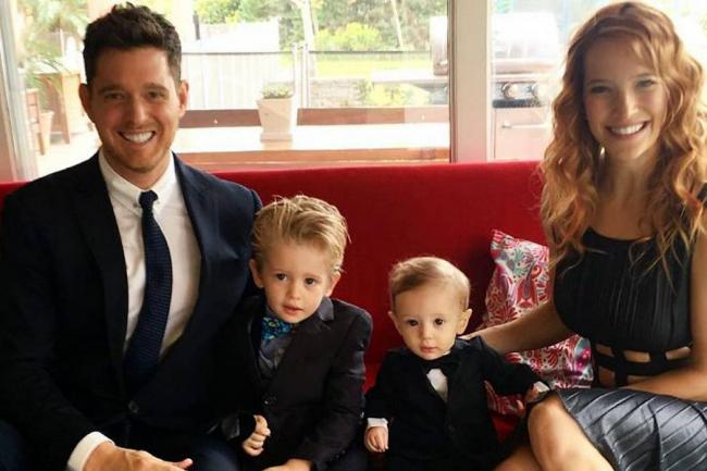 Michael Bublé afirmó que su hijo evoluciona favorablemente del cáncer que sufre