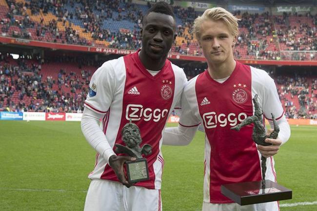 Dávinson Sánchez, galardonado por el Ajax por su gran desempeño