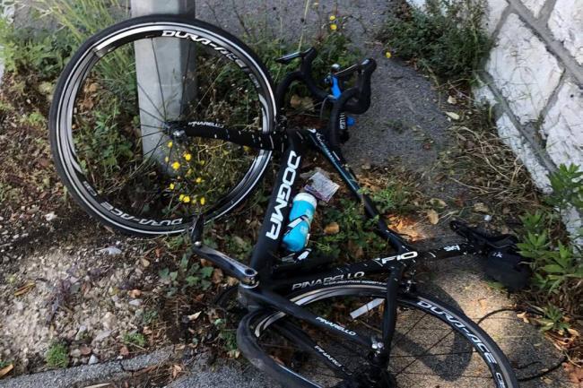 Chris Froome derribado por un conductor cuando entrenaba cerca de Mónaco