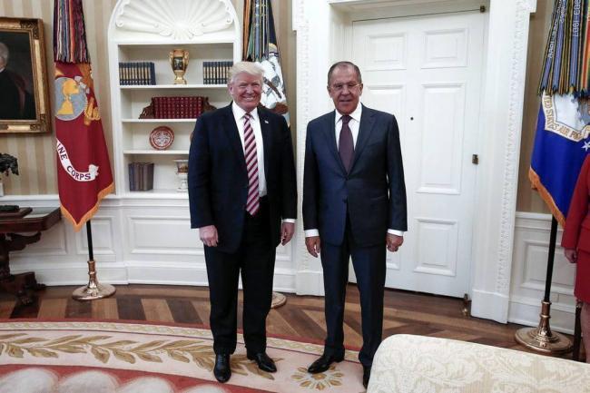 Trump, acusado de presionar al FBI para que pare investigación